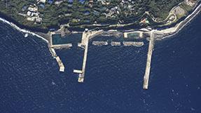 利岛港船客候船所の写真